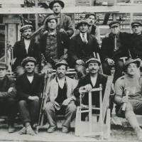 Nel nord della Francia (Lens) alla fine del 1920, dopo la fuga a seguito del furto delle mitragliatrici