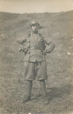 Enzo Ponzi, capitano del 12° reparto d'assalto degli Arditi, in zona di guerra, 18 marzo 1918