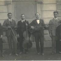 Orchestrina da ballo formata da emigranti italiani. Zugo, Svizzera 1922. I ricavati venivano versati in favore dei prigionieri antifascisti in Italia.